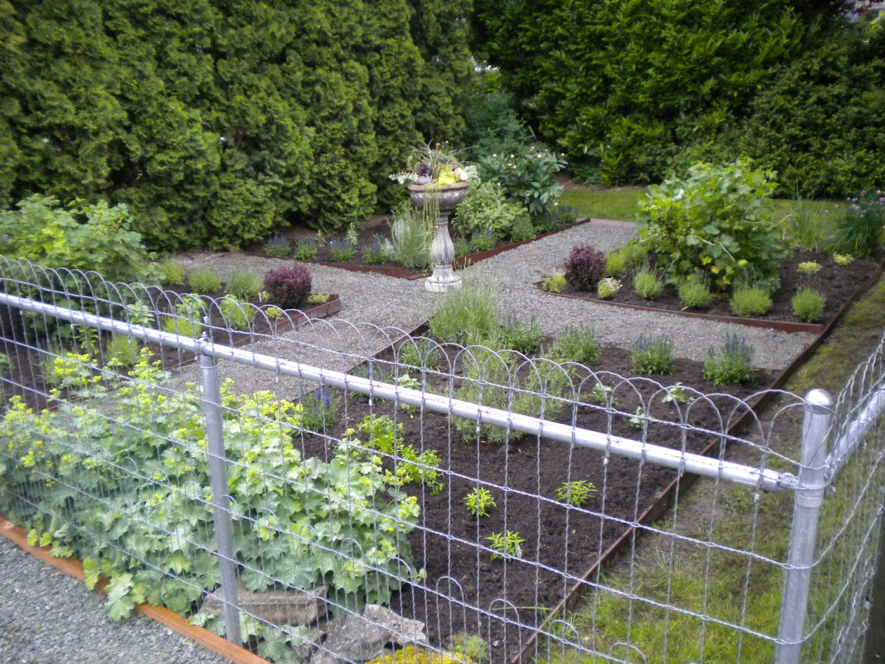 Country herb garden currie french landscape design for French vegetable garden design